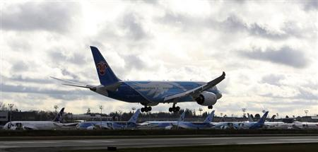 A Boeing 787 lands in Everett, Washington travelling with crew only from Fort Worth, Texas in front of a line of 787's nearing completion, February 7, 2013. REUTERS/Kevin P. Casey