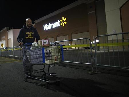 A man pushes a loaded shopping cart at a Walmart store, on Thanksgiving day in North Bergan, New Jersey November 22, 2012. REUTERS/Eric Thayer