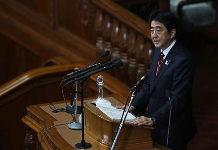Japan's Prime Minister Shinzo Abe delivers his policy speech at the lower house of parliament in Tokyo February 28, 2013. REUTERS/Issei Kato