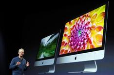 Apple CEO Tim Cook describes new models of the iMac desktop computers during an Apple event in San Jose, California October 23, 2012. REUTERS/Robert Galbraith