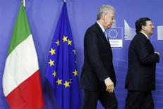European Commission President Jose Manuel Barroso (R) is followed by Italian Prime Minister Mario Monti ahead of a meeting at the EU Commission headquarters in Brussels February 27, 2013. REUTERS/Francois Lenoir (BELGIUM - Tags: POLITICS) - RTR3ECYU