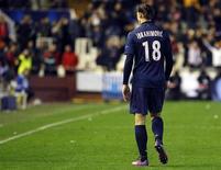 La commission de discipline de l'UEFA a suspendu l'attaquant parisien Zlatan Ibrahimovic pour deux matches à la suite de son expulsion lors du huitième de finale aller de la Ligue des champions à Valence le 12 février dernier. L'entraîneur parisien Carlo Ancelotti a fait savoir mercredi que le PSG allait faire appel de cette décision. /Photo prise le 12 février 2013/REUTERS/Heino Kalis