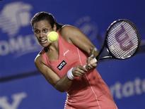 La Française Stéphanie Foretz Gacon a été éliminée mercredi en huitièmes de finale du tournoi de tennis d'Acapulco par l'Espagnole Carla Suarez Navarro, tête de série n°2, sur le score de 6-1 6-2. /Photo prise le 27 février 2013/REUTERS/Henry Romero