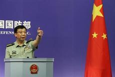 Dos importantes webs militares chinas, entre ella la del Ministerio de Defensa, fueron objeto de unos 144.000 ataques de hackers al mes el año pasado, casi dos tercios de los cuales procedían de Estados Unidos, dijo el jueves el ministerio. En la imagen, el portavoz del Ministerio de Defensa de China, Geng Yansheng, en una fotografía de archivo en Pekín. REUTERS/China Daily