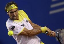 L'Espagnol David Ferrer, tête de série n°1, s'est qualifié mercredi pour les quarts de finale du tournoi ATP d'Acapulco en balayant l'Américain Wayne Odesnik 6-2 6-1. /Photo prise le 27 février 2013/REUTERS/Henry Romero