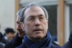 Le domicile et le cabinet parisiens de Claude Guéant, perquisitionnés mercredi dans l'enquête sur l'affaire Tapie-Lagarde, l'ont également été dans le dossier Kadhafi-Sarkozy. /Photo d'archives/ REUTERS/Charles Platiau