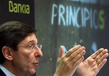 La nacionalizada Bankia cerró 2012 con unas pérdidas récord de 19.193 millones de euros tras unos saneamientos de 23.900 millones de euros enmarcados en el plan de recapitalización con fondos europeos de 18.000 millones de euros. En la imagen, el presidente de Bankia, José Ignacio Goirigolzarri, en rueda de prensa en Madrid el 28 de febrero de 2013. REUTERS/Juan Medina