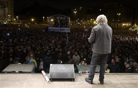 Five Star Movement leader and comedian Beppe Grillo (R) speaks during a rally in Rome February 22, 2013. REUTERS/Max Rossi (ITALY - Tags: POLITICS ELECTIONS) - RTR3E55F
