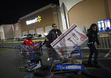 People pull loaded shopping carts at a Walmart store, on Thanksgiving day in North Bergan, New Jersey November 22, 2012. REUTERS/Eric Thayer