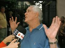 """Great Train"" robber Ronald Biggs celebrates outside his home in Rio de Janeiro in this file photo from November 12, 1997 after the Supreme Court rejected a British request for his extradition."