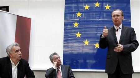 Othmar Karas, delegate of the European Parliament and member of Austria's Peoples Party (OeVP) (R) delivers a speech as Austrian President Heinz Fischer and Green Party member Johannes Vogenhuber (L) listen during a discussion about European Union issues in Vienna April 9, 2010. REUTERS/Leonhard Foeger
