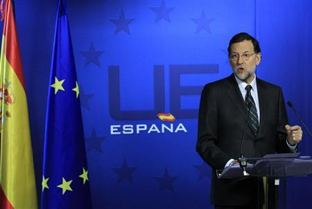 Spain's Prime Minister Mariano Rajoy addresses a news conference after a European Union leaders summit in Brussels December 14, 2012. European leaders agreed on Friday to press on with further steps to tackle their debt crisis but German Chancellor Angela Merkel threw out a proposal to boost risk-sharing with a fund to help euro zone states in trouble. REUTERS/Yves Herman (BELGIUM - Tags: POLITICS BUSINESS) - RTR3BKCF