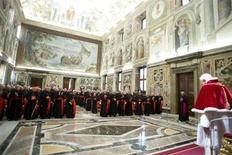Papa Bento 16 discursa em última reunião com cardeais, no Vaticano. 28/02/2013 REUTERS/Osservatore Romano