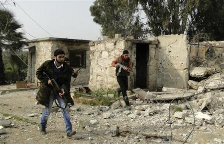 Free Syrian Army fighters carry their weapons and deploy after they seized control of regime's 80th Brigade's base near Aleppo International Airport, February 23, 2013. Picture taken February 23, 2013. REUTERS/Mahmoud Hassano (SYRIA - Tags: POLITICS CIVIL UNREST)