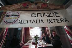 Sostenitori del Movimento 5 stelle. Roma, 25 febbraio 2013. REUTERS/Yara Nardi