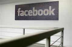 Facebook a conclu un accord avec Microsoft pour le rachat d'Atlas Advertiser Suite, une plate-forme permettant de mesurer l'efficacité des publicités mises en ligne et avec laquelle le réseau social espère contrer Google. /Photo d'archives/REUTERS/Robert Galbraith