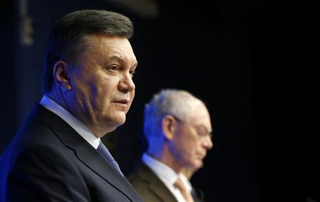 Ukrainian President Viktor Yanukovich (L) speaks next to European Council President Herman Van Rompuy during an EU-Ukraine summit in Brussels February 25, 2013. REUTERS/Francois Lenoir