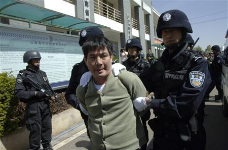 Principal suspect Naw Kham leaves the detention centre for execution in Kunming, Yunnan province March 1, 2013. REUTERS/China Daily