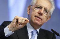 L'Italie a enregistré un déficit budgétaire de 3,0% du PIB en 2012, au-dessus de la dernière prévision en date du gouvernement mené par Mario Monti qui l'attendait à 2,6%. Les chiffres de l'institut national de la statistique montrent que le PIB italien a baissé de 2,4% en 2012. /Photo prise le 28 février 2013/REUTERS/François Lenoir