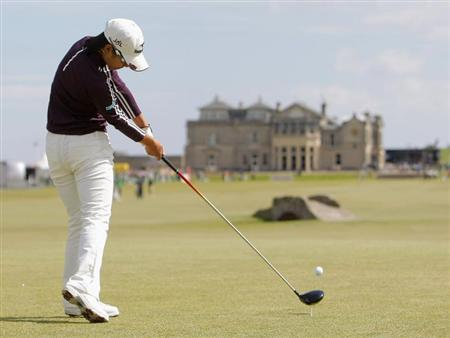 Japan's Ai Miyazato tees off on the 18th during a practise round at The Royal and Ancient Golf Club of St. Andrews in Scotland, July 31, 2007. REUTERS/ Eddie Keogh