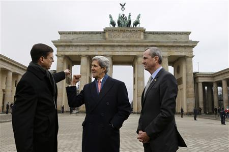 Walter Hassmann, deputy chief of Protocol for the German Foreign Ministry (L), talks with U.S. Secretary of State John Kerry and U.S. Ambassador to Germany Philip Murphy (R) at Brandenburg Gate on their way to the U.S. embassy in Berlin, February 26, 2013. REUTERS/Jacquelyn Martin/Pool