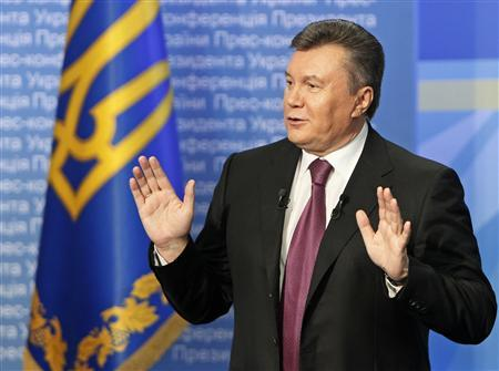 Ukrainian President Viktor Yanukovich gestures during a news conference in Kiev March 1, 2013. REUTERS/Gleb Garanich