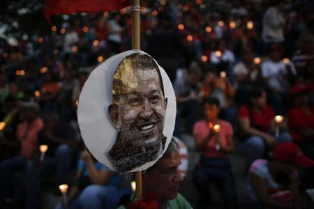 People hold lit candles during a praying ceremony for the health of Venezuelan President Hugo Chavez in Caracas February 22, 2013. REUTERS/Jorge Silva