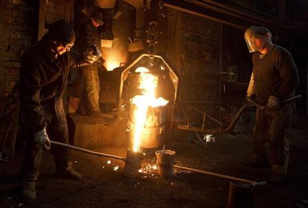 Moulders work at an iron foundry at the Tekhnolit Polotsk plant in Polotsk, about 220 km (137 miles) northeast of Minsk, February 18, 2013. REUTERS/Vasily Fedosenko