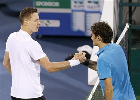 Tomas Berdych (L) of Czech Republic shakes hands with Roger Federer of Switzerland after their men's singles semi-final match during the ATP Dubai Tennis Championships, March 1, 2013. REUTERS/Ahmed Jadallah