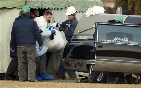 The body of Urooj Khan is carried to a hearse for forensic autopsy by the Cook County Medical Examiners office in Chicago, January 18, 2013. REUTERS/John Gress