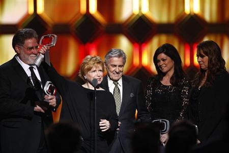 (L-R)Actors Richard Masur, Bonnie Franklin, Pat Harrington Jr., Valerie Bertinelli and Mackenzie Phillips accept an award for the show One Day at a Time during the 10th Anniversary TV Land Awards in New York April 14, 2012. REUTERS/Eric Thayer/Files