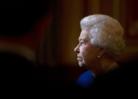 Britain's Queen Elizabeth tours the Foreign and Commonwealth Office during a visit to mark her Diamond Jubilee, London December 18, 2012. REUTERS/Alastair Grant/pool