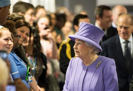 Britain's Queen Elizabeth meets members of staff during a tour of the Royal London Hospital in east London on February 27, 2013. REUTERS/Ian Gavan/Pool