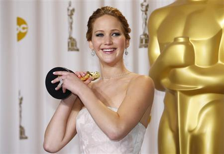 Jennifer Lawrence, best actress winner for her role in ''Silver Linings Playbook,'' poses with her Oscar backstage at the 85th Academy Awards in Hollywood, California, February 24, 2013. REUTERS/Mike Blake