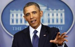 Barack Obama a ordonné vendredi soir le gel de 85 milliards de dollars de fonds publics après l'échec d'une ultime réunion avec les chefs de file des groupes parlementaires pour tenter de dénouer la crise budgétaire. /Photo prise le 1er mars 2013/REUTERS/Kevin Lamarque