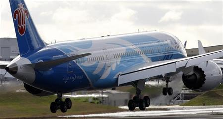 A Boeing 787 lands in Everett, Washington February 7, 2013. REUTERS/Kevin P. Casey/Files