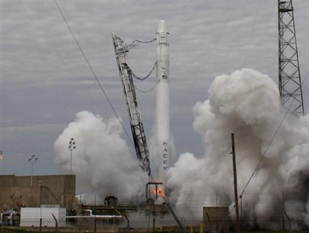 The SpaceX Falcon 9 rocket with the Dragon capsule, lifts off from the Cape Canveral Air Force Station on a second resupply mission to the International Space Station in Cape Canaveral, Florida March 1, 2013. REUTERS/Scott Audette
