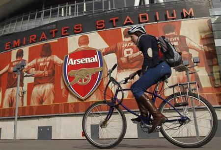 The crest of English Premier League soccer club Arsenal is seen in front of their home ground, the Emirates Stadium, in London April 11, 2011. REUTERS/Chris Helgren/Files