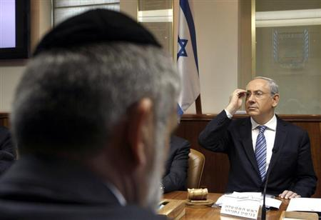 Israel's Prime Minister Benjamin Netanyahu (R) attends the weekly cabinet meeting in Jerusalem March 3, 2013. REUTERS/Gali Tibbon/Pool