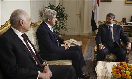 Egypt's President Mohamed Mursi (R) and Foreign Minister Mohamed Kamel Amr meet U.S. Secretary of State John Kerry (C) at the presidential palace in Cairo March 3, 2013. REUTERS/Amr Abdallah Dalsh