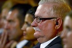Former Polish President and Nobel Peace Prize winner Lech Walesa waits to receive his award during the Golden Hen (Goldene Henne) media prize awards ceremony in Berlin September 19, 2012. REUTERS/John MacDougall/Pool