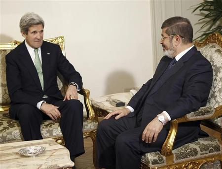 Egypt's President Mohamed Mursi (R) speaks with U.S. Secretary of State John Kerry during their meeting at El-Thadiya presidential palace in Cairo March 3, 2013. REUTERS/Amr Abdallah Dalsh
