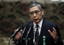 Haruhiko Kuroda, candidat proposé par le gouvernement pour être le prochain gouverneur de la Banque du Japon (BoJ), a énuméré lundi devant les députés une série de mesures radicales censées permettre au pays d'en finir enfin avec un phénomène de déflation qui plombe depuis deux décennies l'activité de la troisième puissance économique mondiale. /Photo prise le 4 mars 2013/REUTERS/Issei Kato