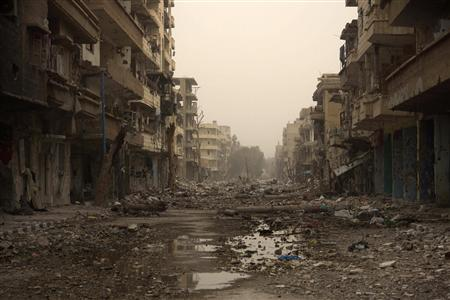 A view shows damaged buildings and debris in Deir al-Zor, March 3, 2013. REUTERS/Khalil Ashawi (SYRIA - Tags: CONFLICT)