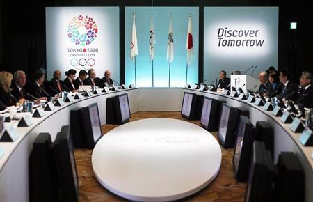 Japan's Prime Minister Shinzo Abe (2nd R), along with Japanese Olympic Committee (JOC) President Tsunekazu Takeda (R), hosts the International Olympic Committee (IOC) Evaluation Commission at a welcoming event ahead of the presentation of the Tokyo 2020 bid to host the Summer Olympics to the commission, at a hotel in Tokyo March 4, 2013. REUTERS/Yuya Shino