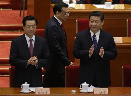 China's President Hu Jintao and China's Communist Party Chief Xi Jinping clap as China's Vice President Li Keqiang walks past before the opening ceremony of Chinese People's Political Consultative Conference (CPPCC) at the Great Hall of the People in Beijing, March 3, 2013. REUTERS/Jason Lee
