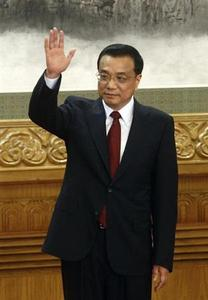 China's new Politburo Standing Committee member Li Keqiang waves to the press at the Great Hall of the People in Beijing, November 15, 2012. REUTERS/Carlos Barria