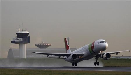 An Airbus jet of TAP Portugal airlines takes off in Lisbon airport December 20, 2012. REUTERS/Rafael Marchante