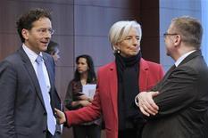 La directrice générale du Fonds monétaire international (FMI) Christine Lagarde avec le ministre néerlandais des Finances et président de l'Eurogroupe Jeroen Dijsselbloem (à gauche) et le ministre belge des Finances Steven Vanackere lors d'une réunion à Bruxelles. Le président de l'Eurogroupe a déclaré lundi que les ministres des Finances de la zone euro étaient prêts à aider Chypre à remanier totalement son économie, et tout particulièrement son secteur bancaire qui est très encombré. /Photo prise le 4 mars 2013/REUTERS/Eric Vidal