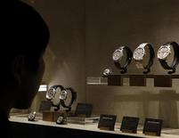 "A visitor looks at watches on the Vacheron Constantin booth at the ""Salon International de la Haute Horlogerie"" SIHH exhibition at the Palexpo in Geneva January 21, 2013. REUTERS/Denis Balibouse"